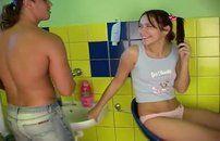 Transando no banheiro com a novinha