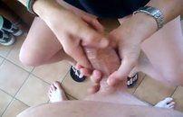 Loira gostosa batendo punheta pro marido
