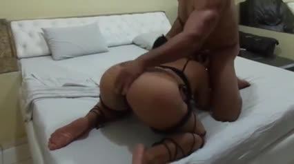 Corno filma esposa metendo com força