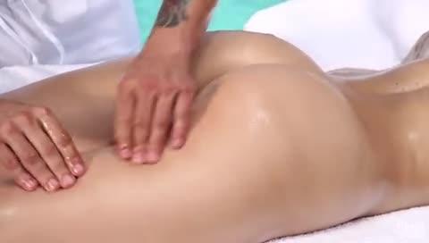 Massagem e muito sexo